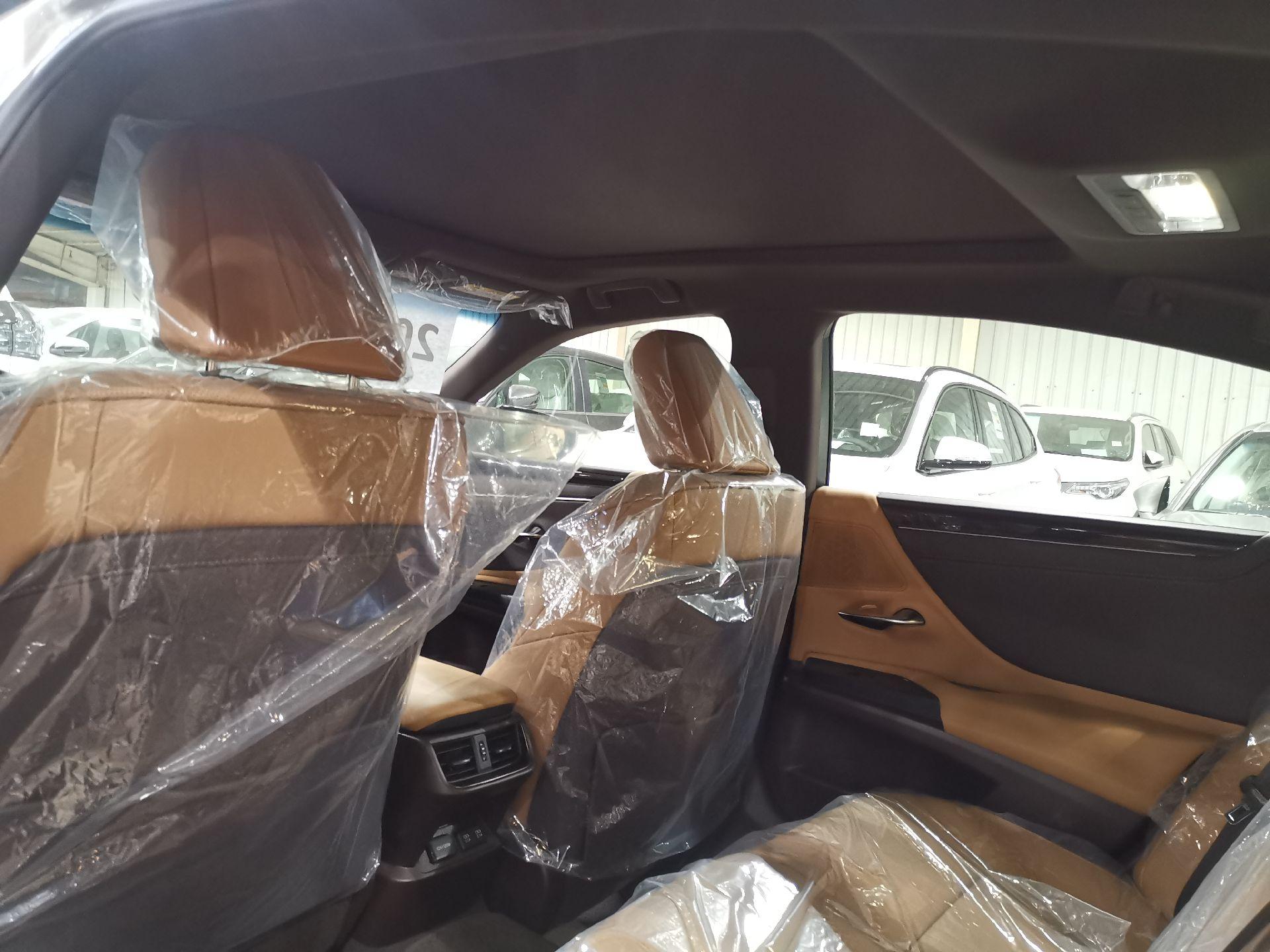 مباع - لكزس ES350-CC بريمي 2020 نص فل جديد للبيع في الرياض - السعودية - صورة كبيرة - 5