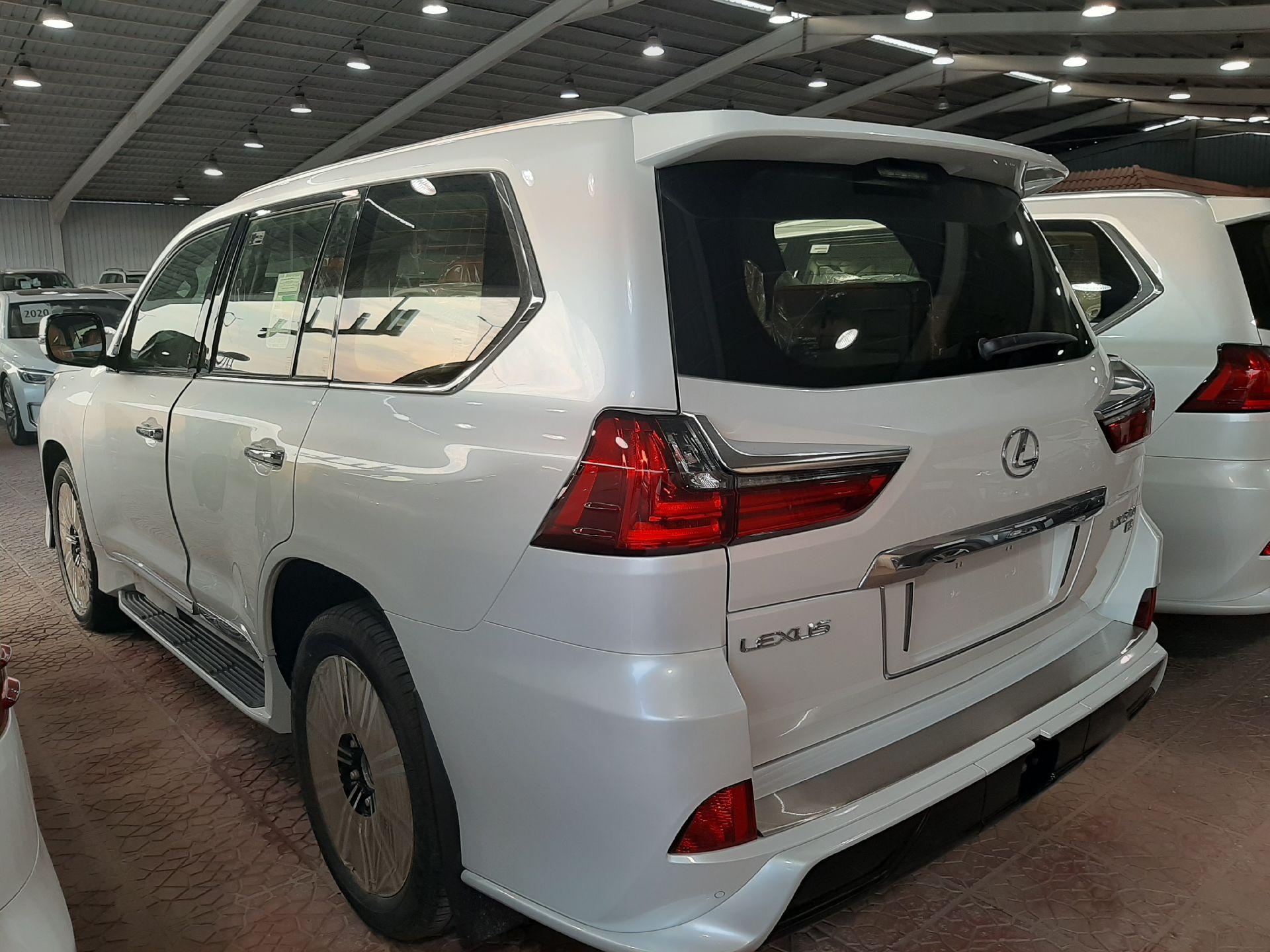 مباع - لكزس LX570  دايموند 2020 خليجي فل جديد للبيع في الرياض - السعودية - صورة كبيرة - 4