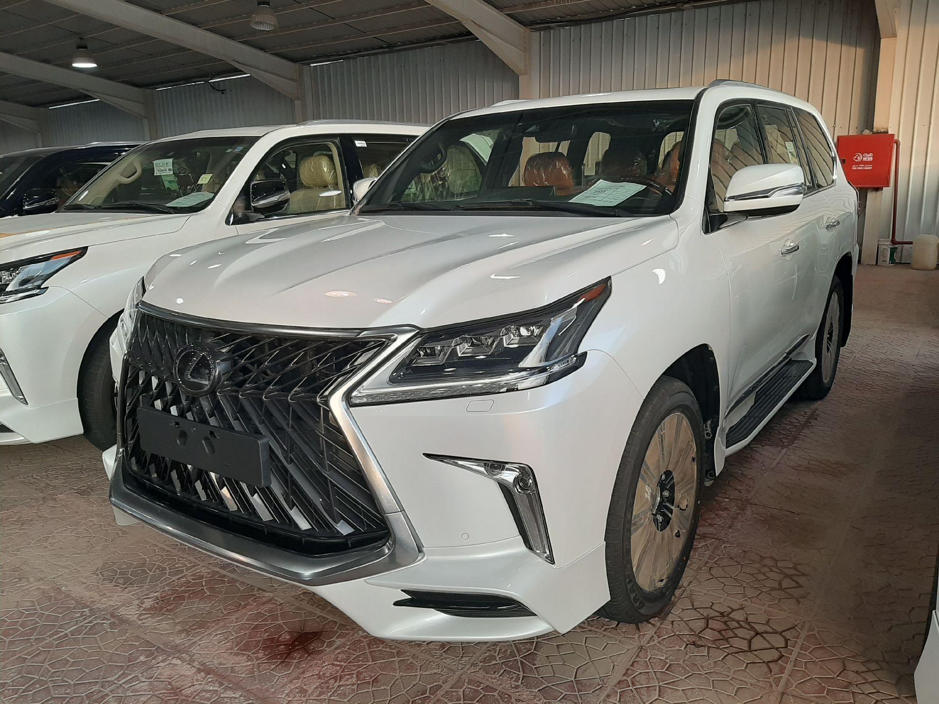 مباع - لكزس LX570  دايموند 2020 خليجي فل جديد للبيع في الرياض - السعودية - صورة كبيرة - 3