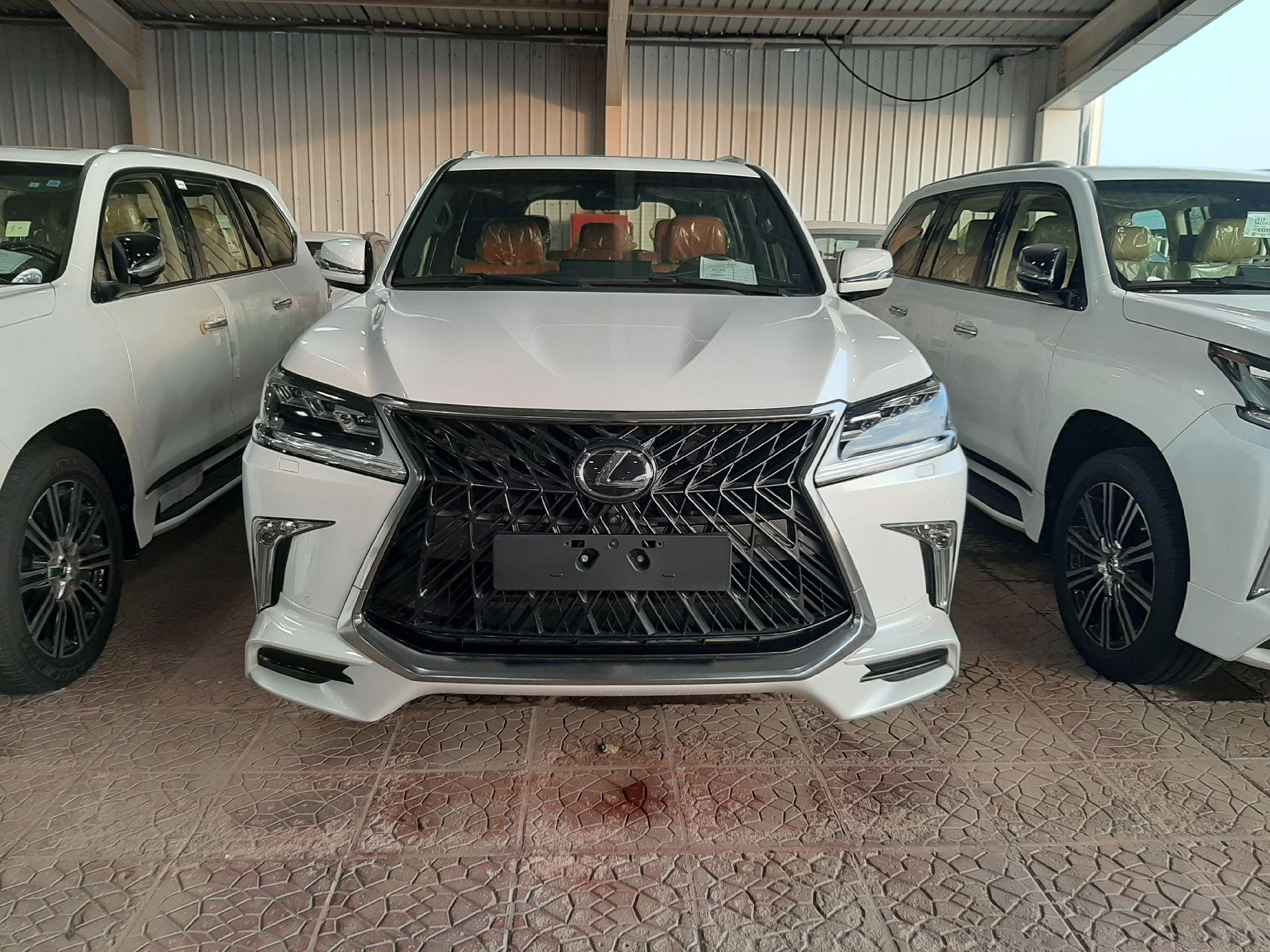 مباع - لكزس LX570  دايموند 2020 خليجي فل جديد للبيع في الرياض - السعودية - صورة كبيرة - 5