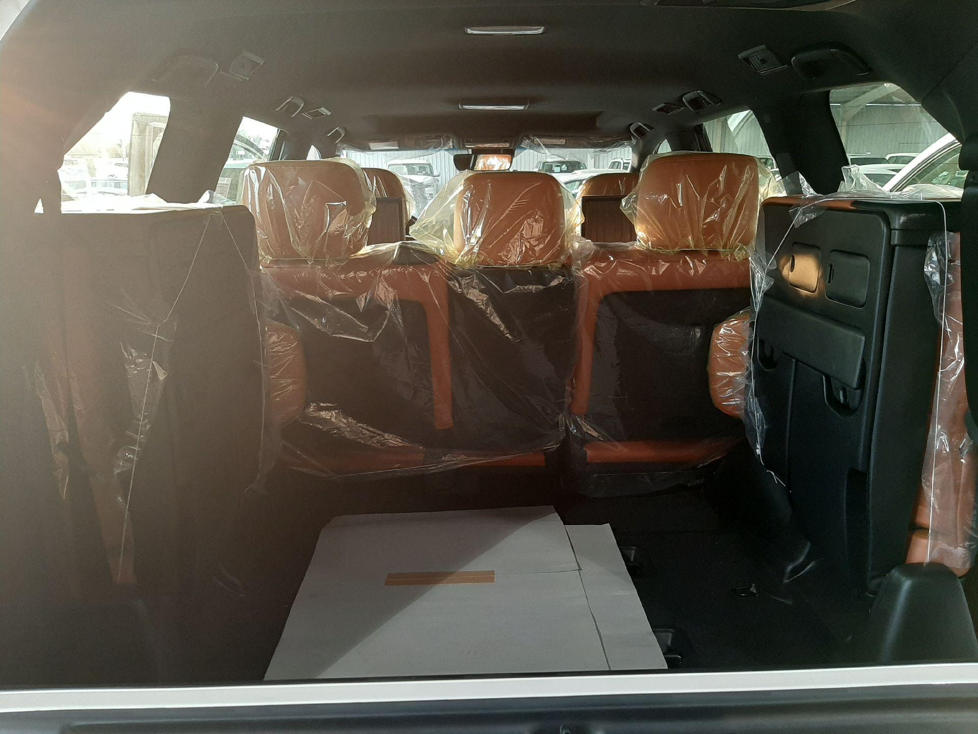 مباع - لكزس LX570  دايموند 2020 خليجي فل جديد للبيع في الرياض - السعودية - صورة كبيرة - 8