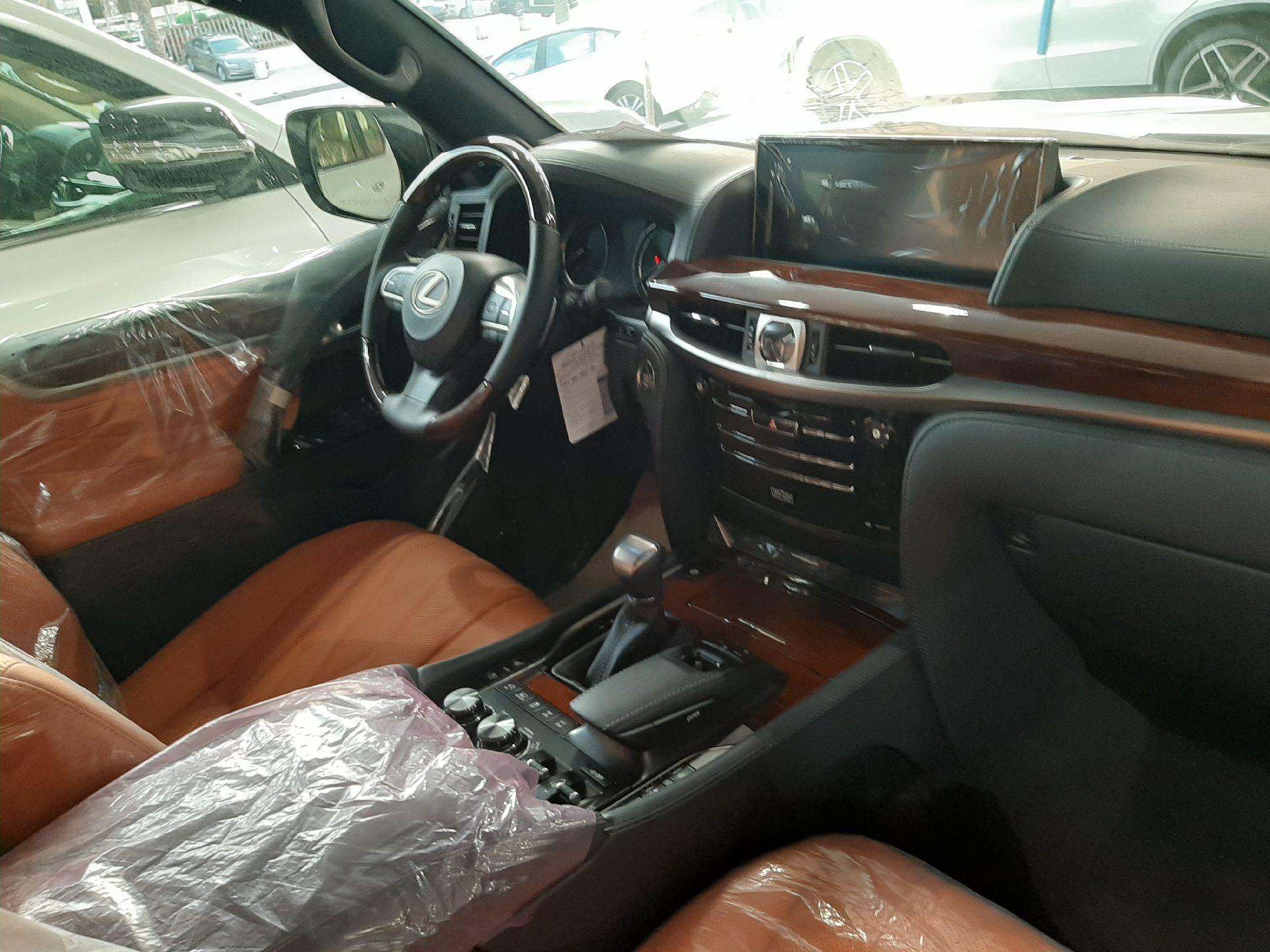 مباع - لكزس LX570  دايموند 2020 خليجي فل جديد للبيع في الرياض - السعودية - صورة كبيرة - 12