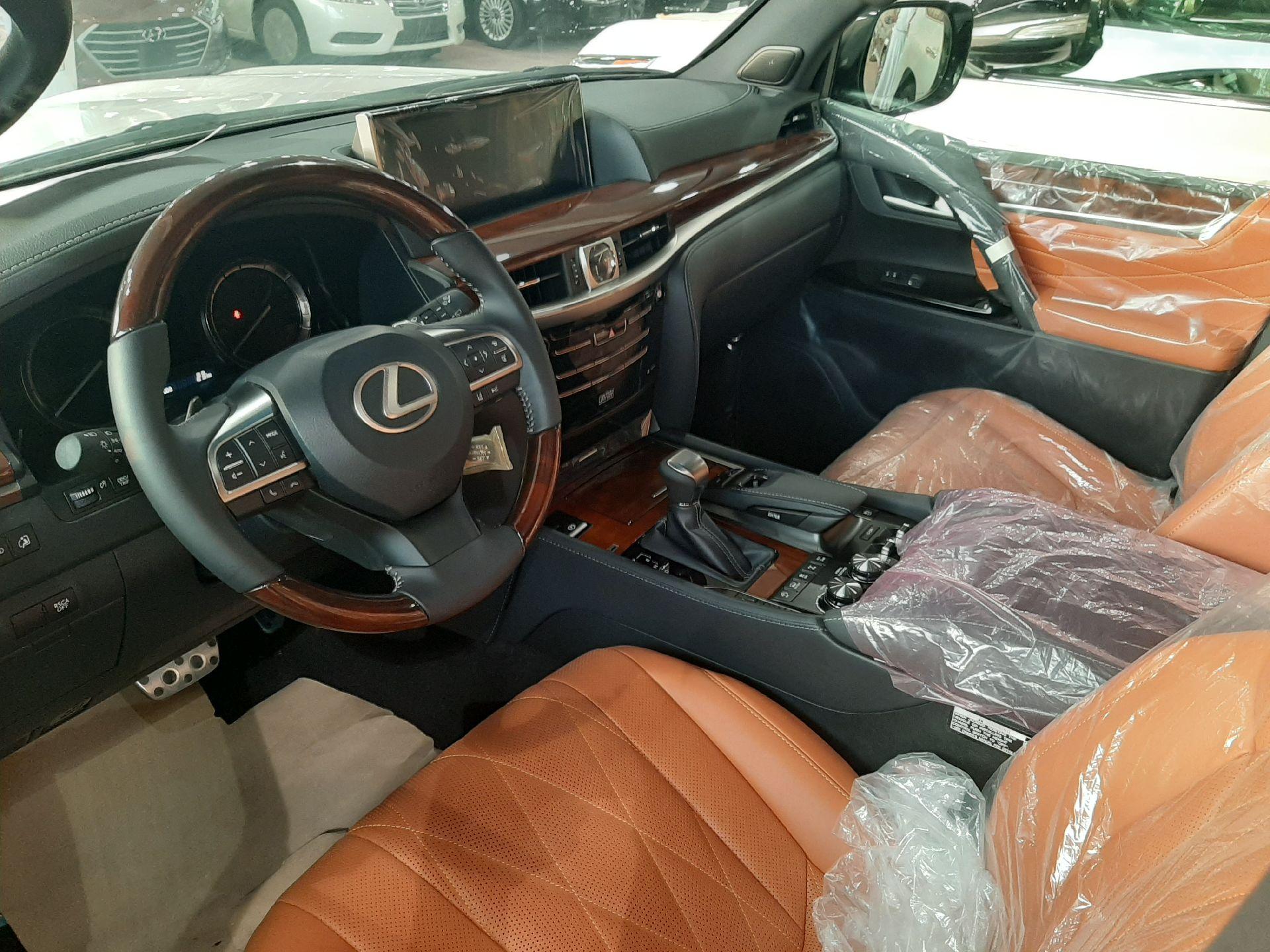 مباع - لكزس LX570  دايموند 2020 خليجي فل جديد للبيع في الرياض - السعودية - صورة كبيرة - 13