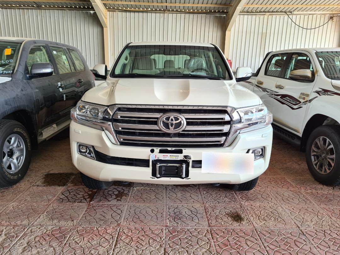 تويوتا لاندكروزر VXR فل 2020  دبل خليجي للبيع في الرياض - السعودية - صورة كبيرة - 5