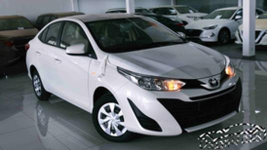 سيارة تويوتا يارس 2020 بدون شاشة  طيس سعودي اللون بني  للبيع