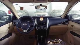 تويوتا يارس 2020 بدون شاشة  طيس سعودي اللون بني  للبيع في الرياض - السعودية - صورة كبيرة - 4