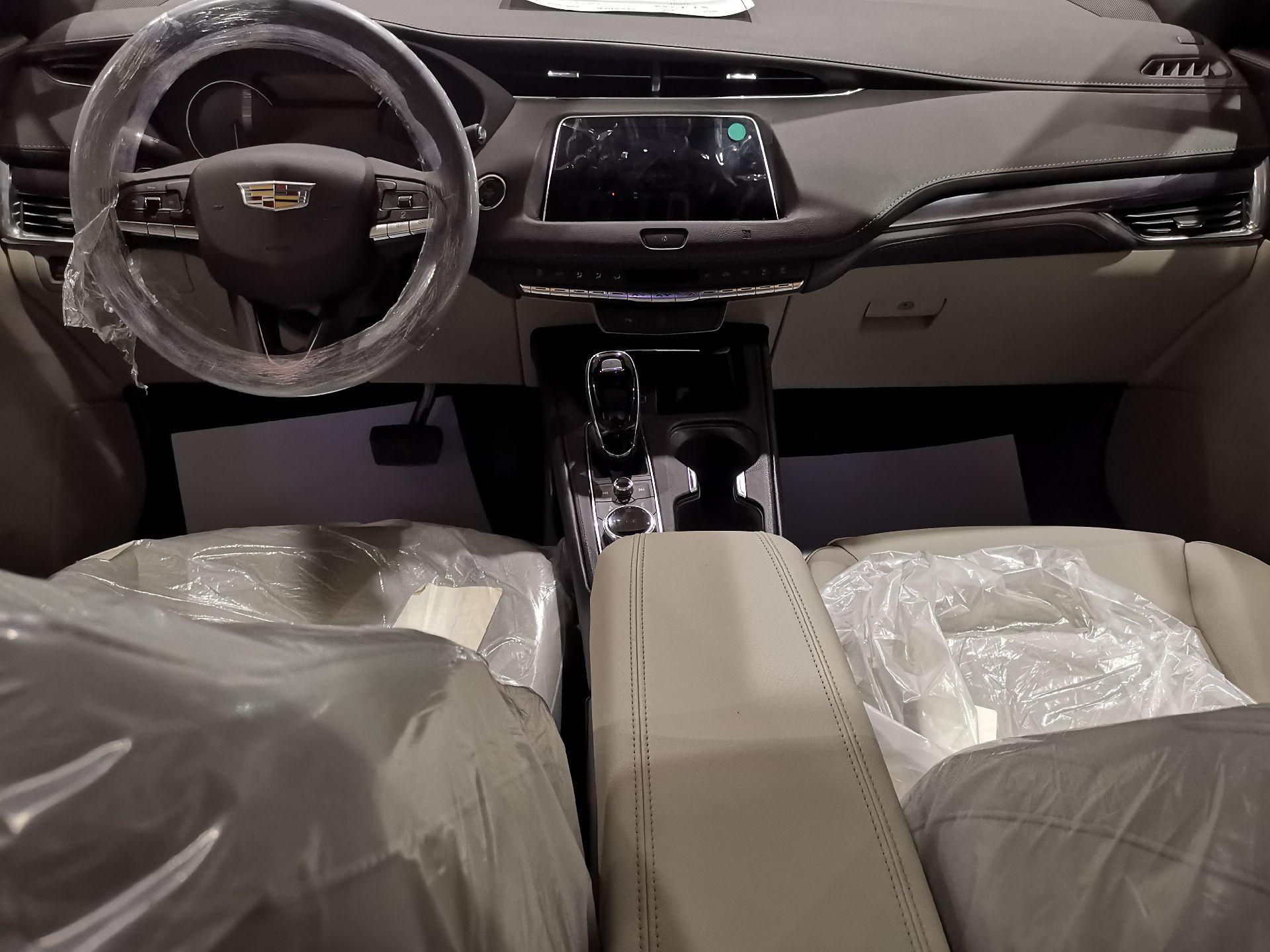 كاديلاك XT4 نص فل 2020 خليجي جديد للبيع في الرياض - السعودية - صورة كبيرة - 7