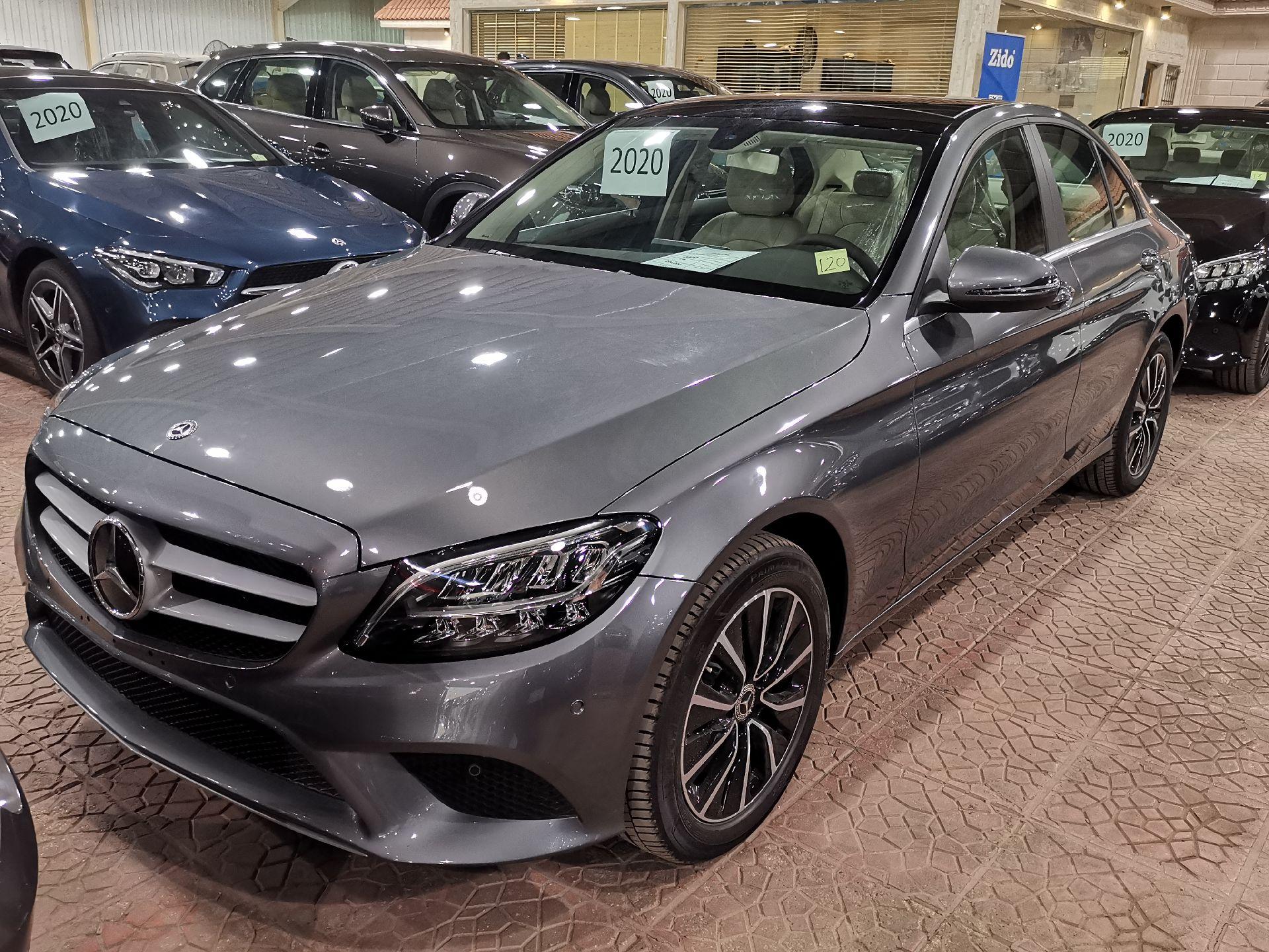 مباع - مرسيدس C200 نص فل 2020 ألماني للبيع في الرياض - السعودية - صورة كبيرة - 4