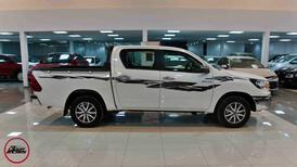 تويوتا هايلكس 2021 جنوط   GLX2 غمارتين بنزين سعودي  للبيع في الرياض - السعودية - صورة صغيرة - 1