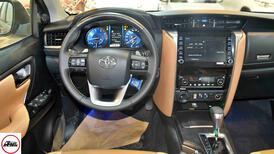 تويوتا فورتشنر VX2 ديزل 2021 بصمه 2.8 سعودي  جديد اللون فضي  للبيع في الرياض - السعودية - صورة صغيرة - 4