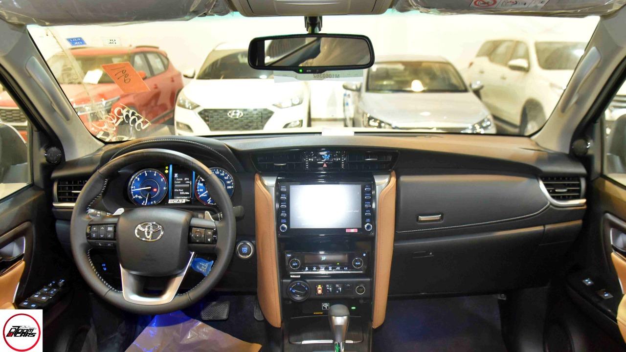 تويوتا فورتشنر VX2 ديزل 2021 بصمه 2.8 سعودي  جديد اللون فضي  للبيع في الرياض - السعودية - صورة كبيرة - 6