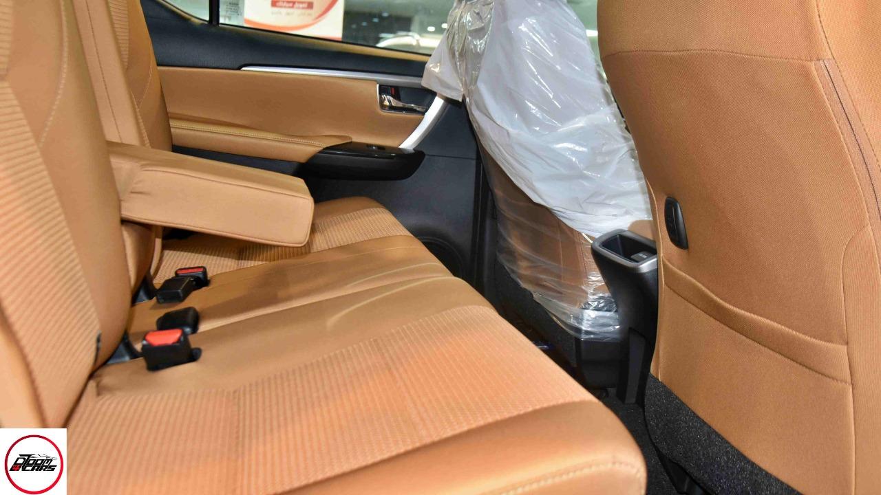 تويوتا فورتشنر VX2 ديزل 2021 بصمه 2.8 سعودي  جديد اللون فضي  للبيع في الرياض - السعودية - صورة كبيرة - 10