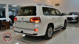 تويوتا لاندكروزر  2021 3 GXR تورنج  مخمل 6 سلندر بنزين فل  سعودي  للبيع في الرياض - السعودية - صورة صغيرة - 3