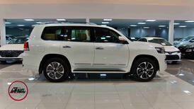 تويوتا لاندكروزر  2021 3 GXR تورنج  مخمل 6 سلندر بنزين فل  سعودي  للبيع في الرياض - السعودية - صورة صغيرة - 4