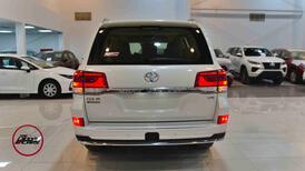 تويوتا لاندكروزر  2021 3 GXR تورنج  مخمل 6 سلندر بنزين فل  سعودي  للبيع في الرياض - السعودية - صورة صغيرة - 5