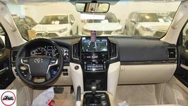 تويوتا لاندكروزر  2021 3 GXR تورنج  مخمل 6 سلندر بنزين فل  سعودي  للبيع في الرياض - السعودية - صورة صغيرة - 8