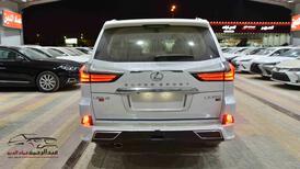 لكزس 2021   LX 570 فئة S S ابواب شفط  بريمي آخر دفعة  للبيع في الرياض - السعودية - صورة صغيرة - 5