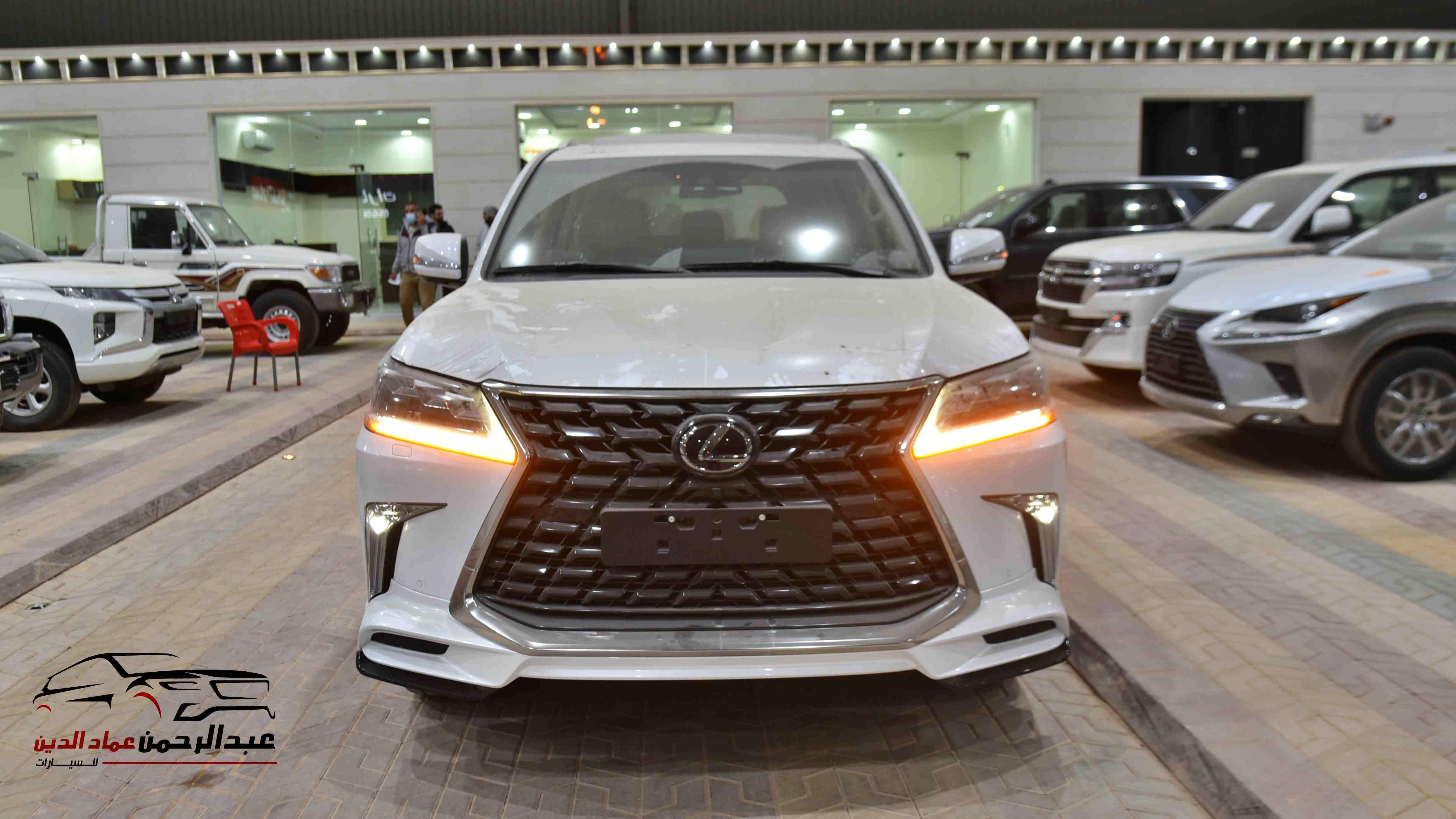 لكزس 2021   LX 570 فئة S S ابواب شفط  بريمي آخر دفعة  للبيع في الرياض - السعودية - صورة كبيرة - 3