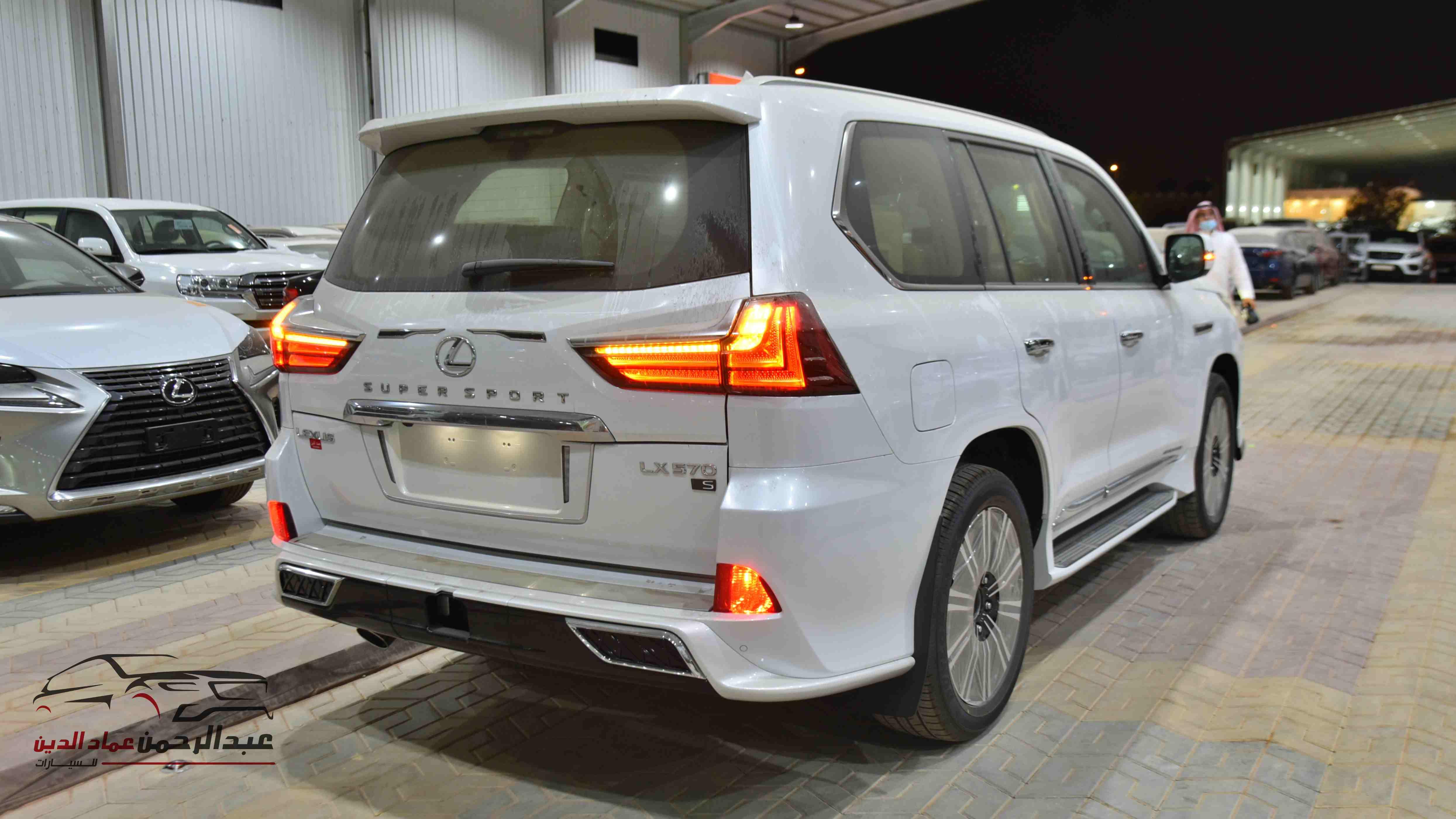 لكزس 2021   LX 570 فئة S S ابواب شفط  بريمي آخر دفعة  للبيع في الرياض - السعودية - صورة كبيرة - 4