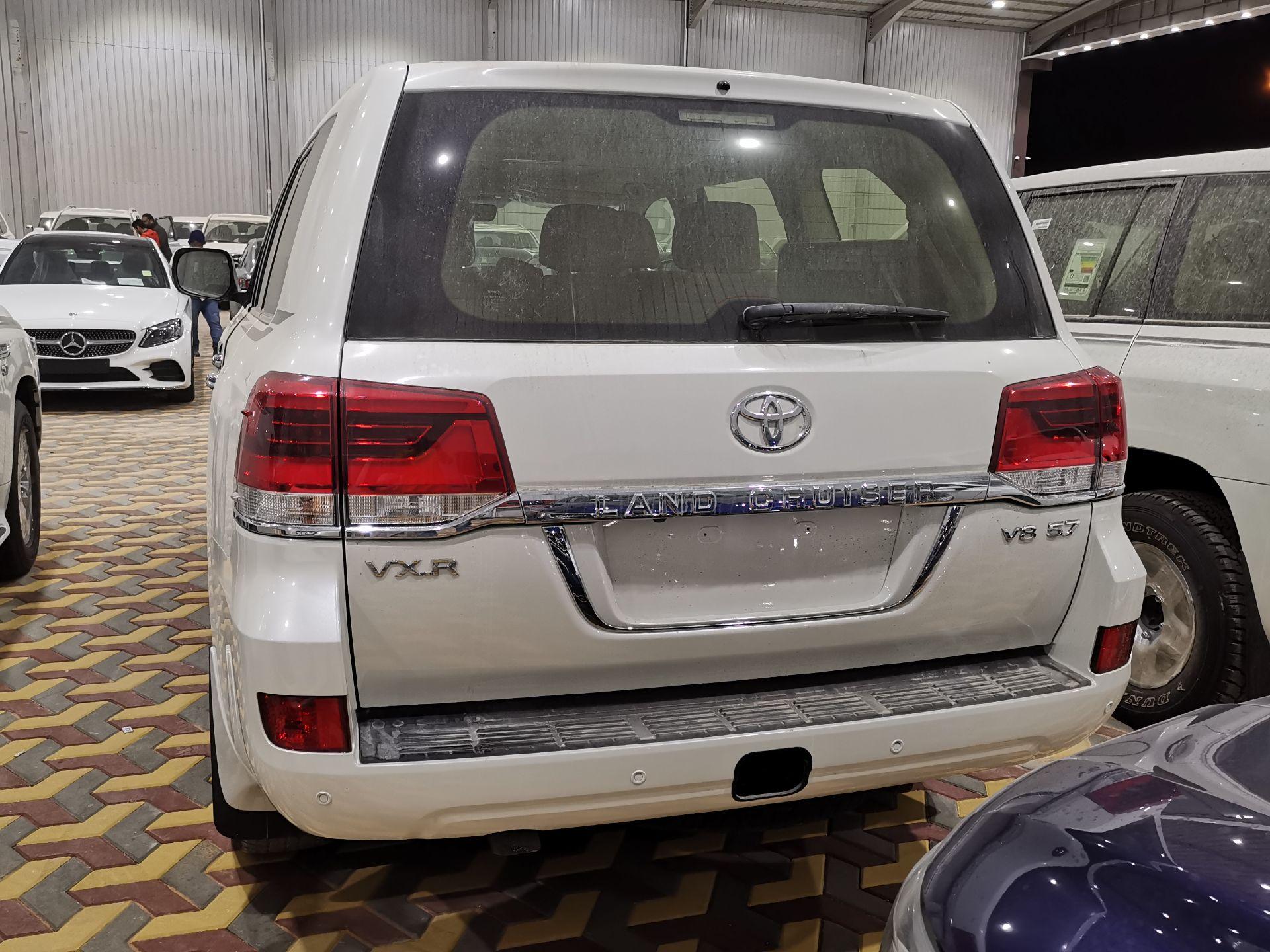 تويوتا لاندكروزر VXR خليجي 2021 نص فل جديد للبيع في الرياض - السعودية - صورة كبيرة - 1