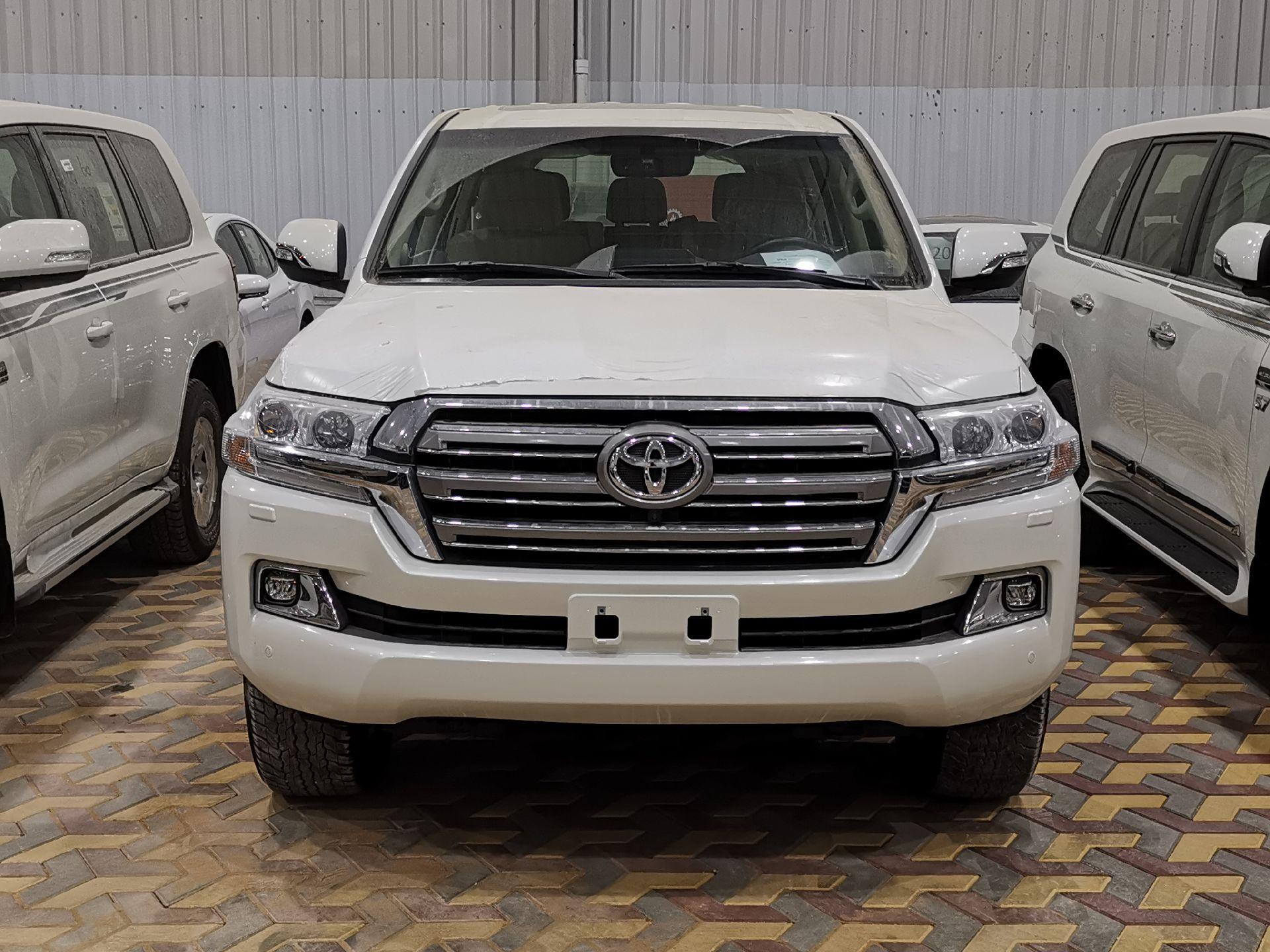 تويوتا لاندكروزر VXR خليجي 2021 نص فل جديد للبيع في الرياض - السعودية - صورة كبيرة - 5