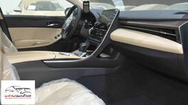 تويوتا افالون XLE   2021 ستاندر سعودي اللون  أبيض  للبيع في الرياض - السعودية - صورة صغيرة - 9