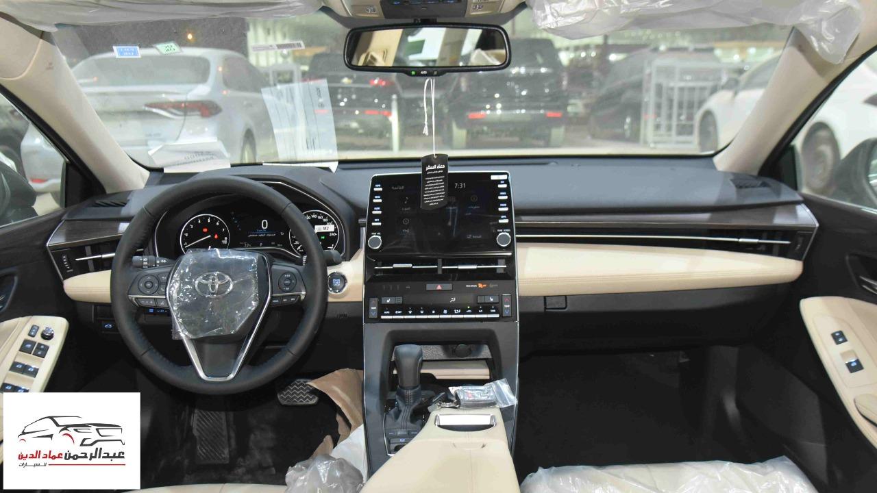 تويوتا افالون XLE   2021 ستاندر سعودي اللون  أبيض  للبيع في الرياض - السعودية - صورة كبيرة - 4