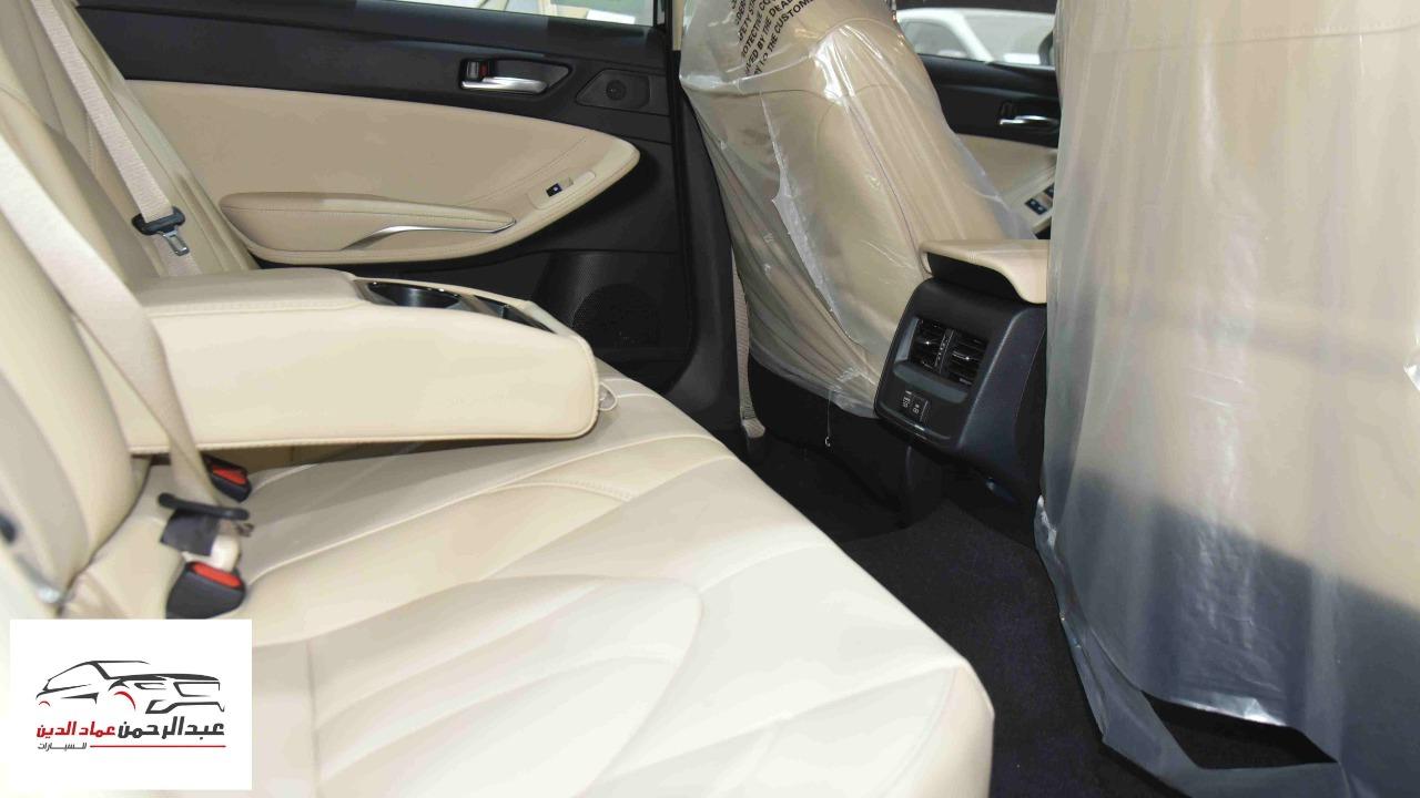 تويوتا افالون XLE   2021 ستاندر سعودي اللون  أبيض  للبيع في الرياض - السعودية - صورة كبيرة - 8