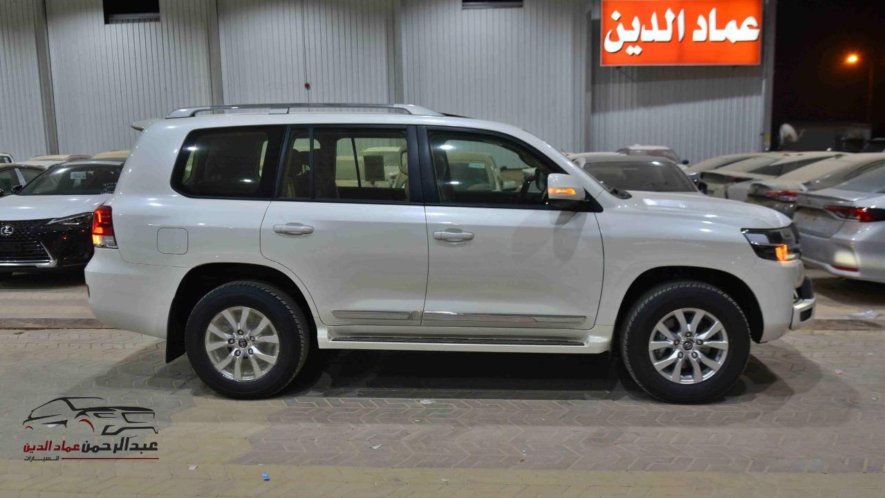 تويوتا لاندكروزر GXR2 2021  بلس 6 سلندر بنزين   سعودي  للبيع في الرياض - السعودية - صورة كبيرة - 2