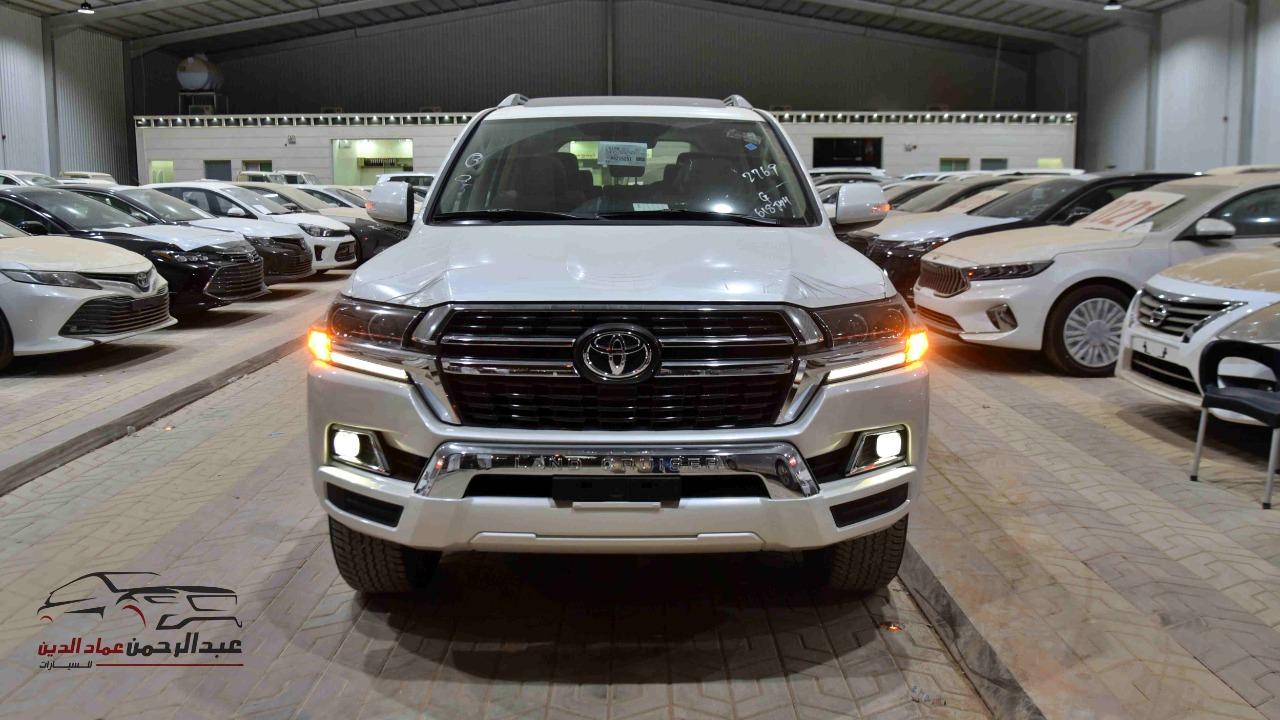 تويوتا لاندكروزر GXR2 2021  بلس 6 سلندر بنزين   سعودي  للبيع في الرياض - السعودية - صورة كبيرة - 3