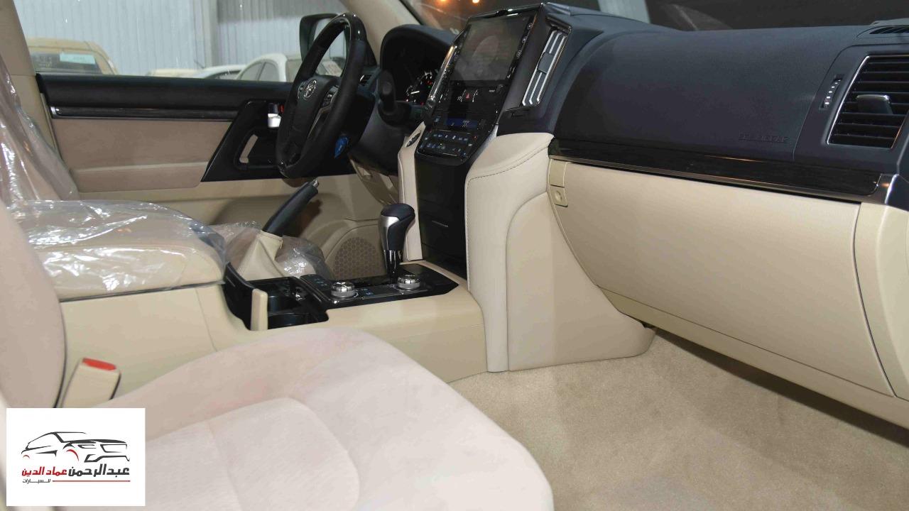 تويوتا لاندكروزر GXR2 2021  بلس 6 سلندر بنزين   سعودي  للبيع في الرياض - السعودية - صورة كبيرة - 11