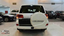 تويوتا لاندكروزر GXRخليجي 2020 بنزين V6 فتحة_شامل الضريبه للبيع في الرياض - السعودية - صورة صغيرة - 4