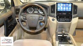 تويوتا لاندكروزر GXRخليجي 2020 بنزين V6 فتحة_شامل الضريبه للبيع في الرياض - السعودية - صورة صغيرة - 5