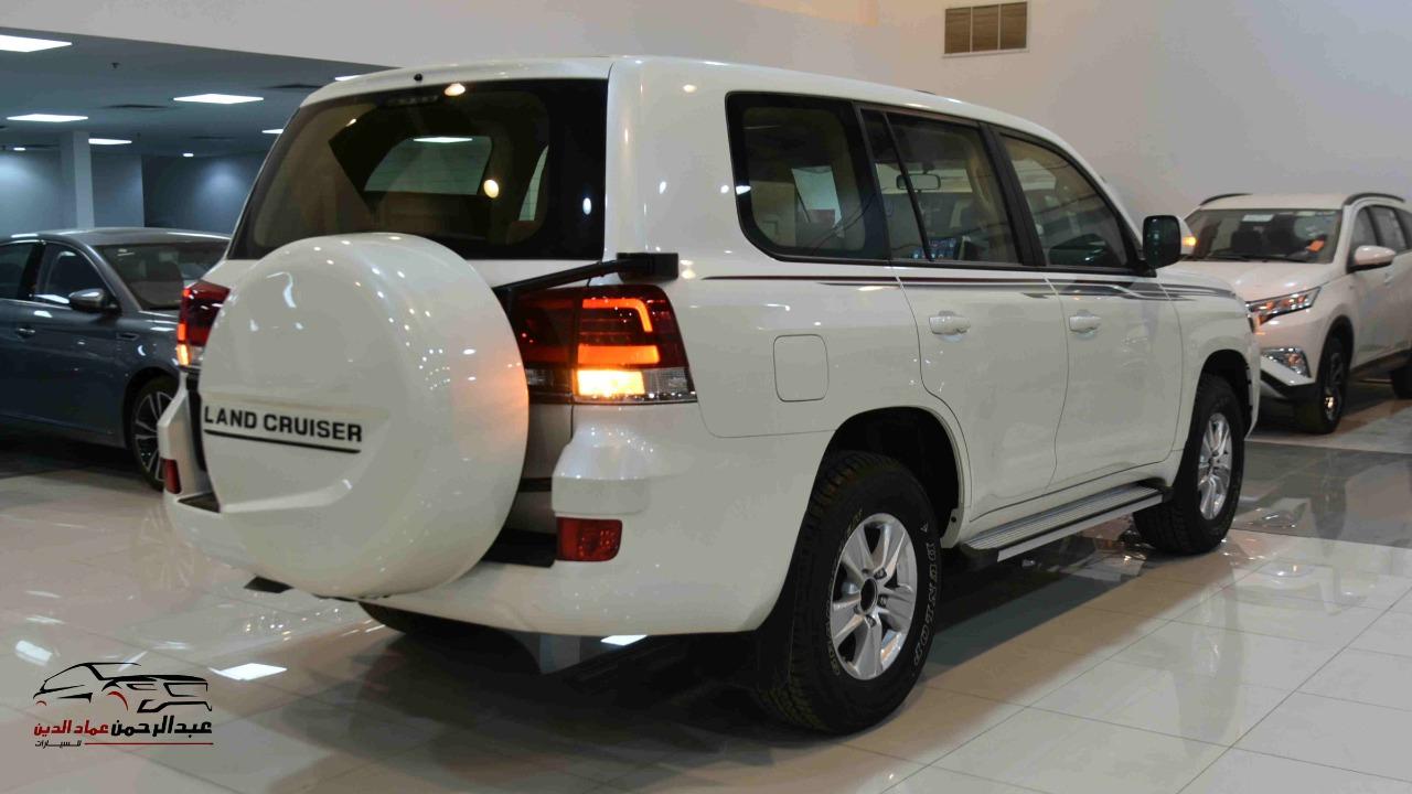 تويوتا لاندكروزر GXRخليجي 2020 بنزين V6 فتحة_شامل الضريبه للبيع في الرياض - السعودية - صورة كبيرة - 3