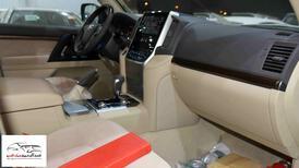 تويوتا لاندكروزر 2021 GXR1   بنزين 8 سلندر  خليجي جديد  للبيع في الرياض - السعودية - صورة صغيرة - 6