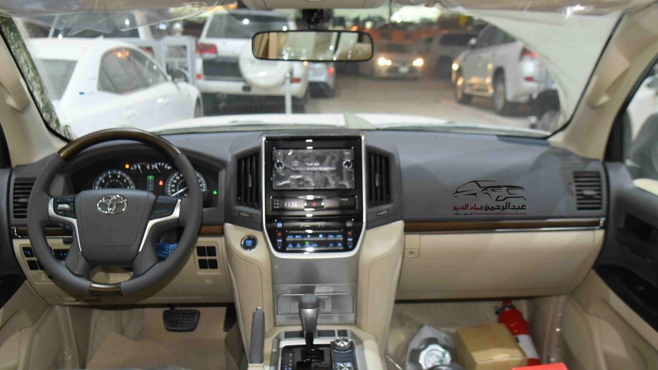 تويوتا لاندكروزر 2021 GXR1   بنزين 8 سلندر  خليجي جديد  للبيع في الرياض - السعودية - صورة كبيرة - 4