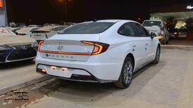 هونداي سوناتا 2021 سعودي 2500cc سمارت_شامل الضريبه للبيع في الرياض - السعودية - صورة صغيرة - 4