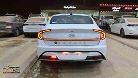 هونداي سوناتا 2021 سعودي 2500cc سمارت_شامل الضريبه للبيع في الرياض - السعودية - صورة صغيرة - 5