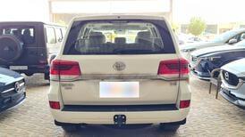 تويوتا لاندكروزر GXR خليجي 2021 نص فل للبيع في الرياض - السعودية - صورة صغيرة - 3