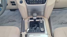 تويوتا لاندكروزر GXR خليجي 2021 نص فل للبيع في الرياض - السعودية - صورة صغيرة - 8