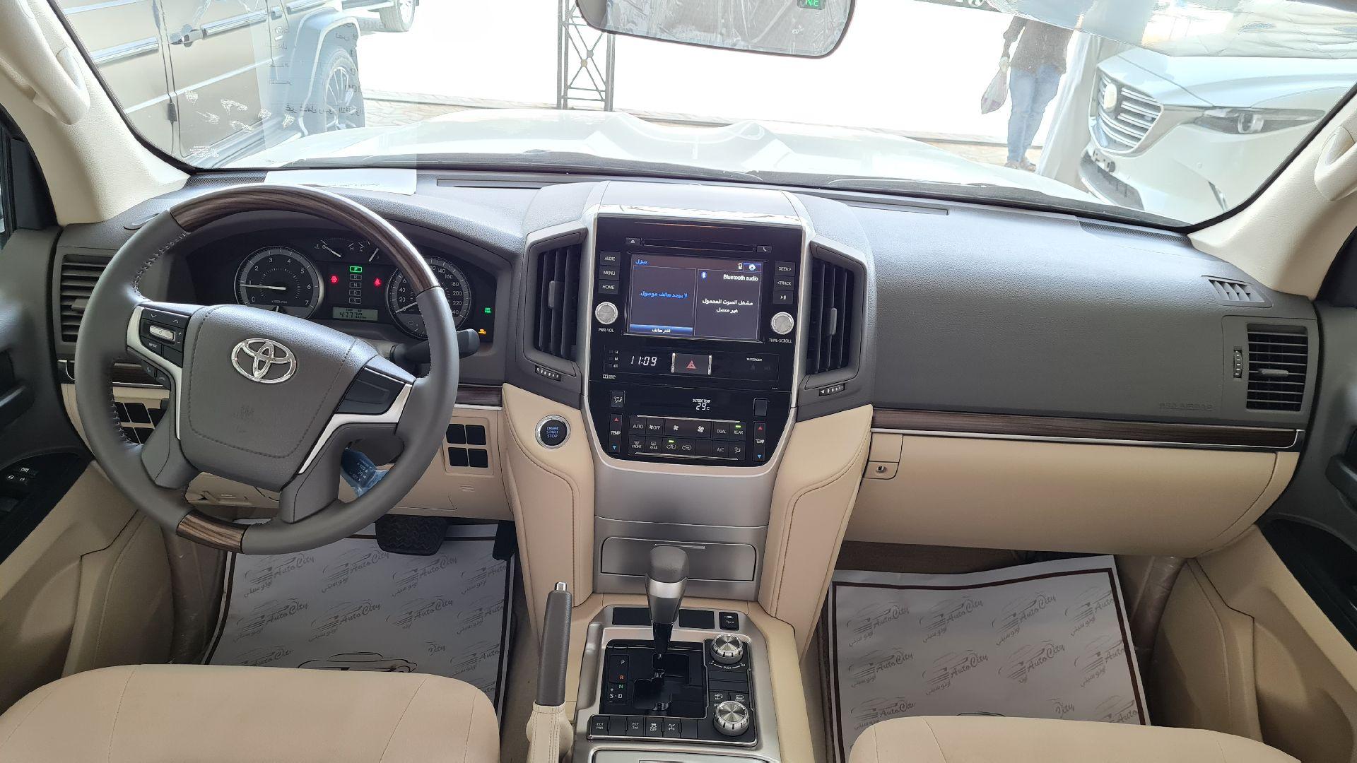 تويوتا لاندكروزر GXR خليجي 2021 نص فل للبيع في الرياض - السعودية - صورة كبيرة - 11