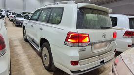 تويوتا لاندكروزر GXR  فل 2021 دبل قراند تورنج خليجي للبيع في الرياض - السعودية - صورة صغيرة - 6