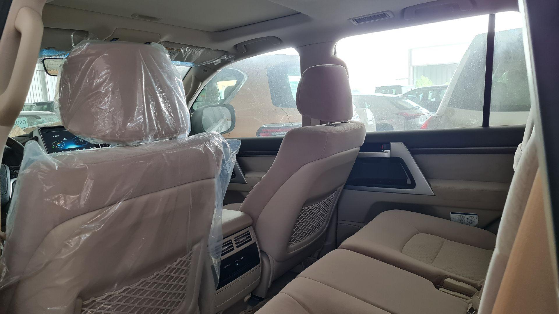 تويوتا لاندكروزر VX.E نص فل 2021 دبل بريمي جديد للبيع في الرياض - السعودية - صورة كبيرة - 15