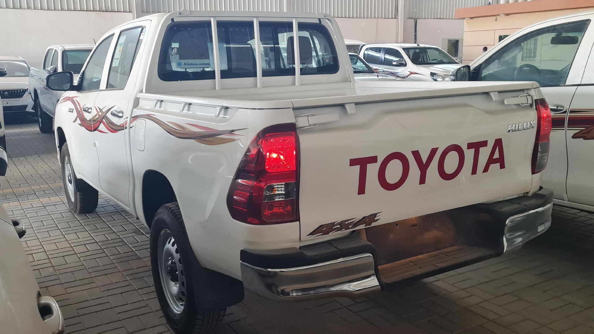 تويوتا هايلكس GL2 ستاندر  2021 دبل غمارتين ديزل خليجي جديد للبيع في الرياض - السعودية - صورة كبيرة - 3