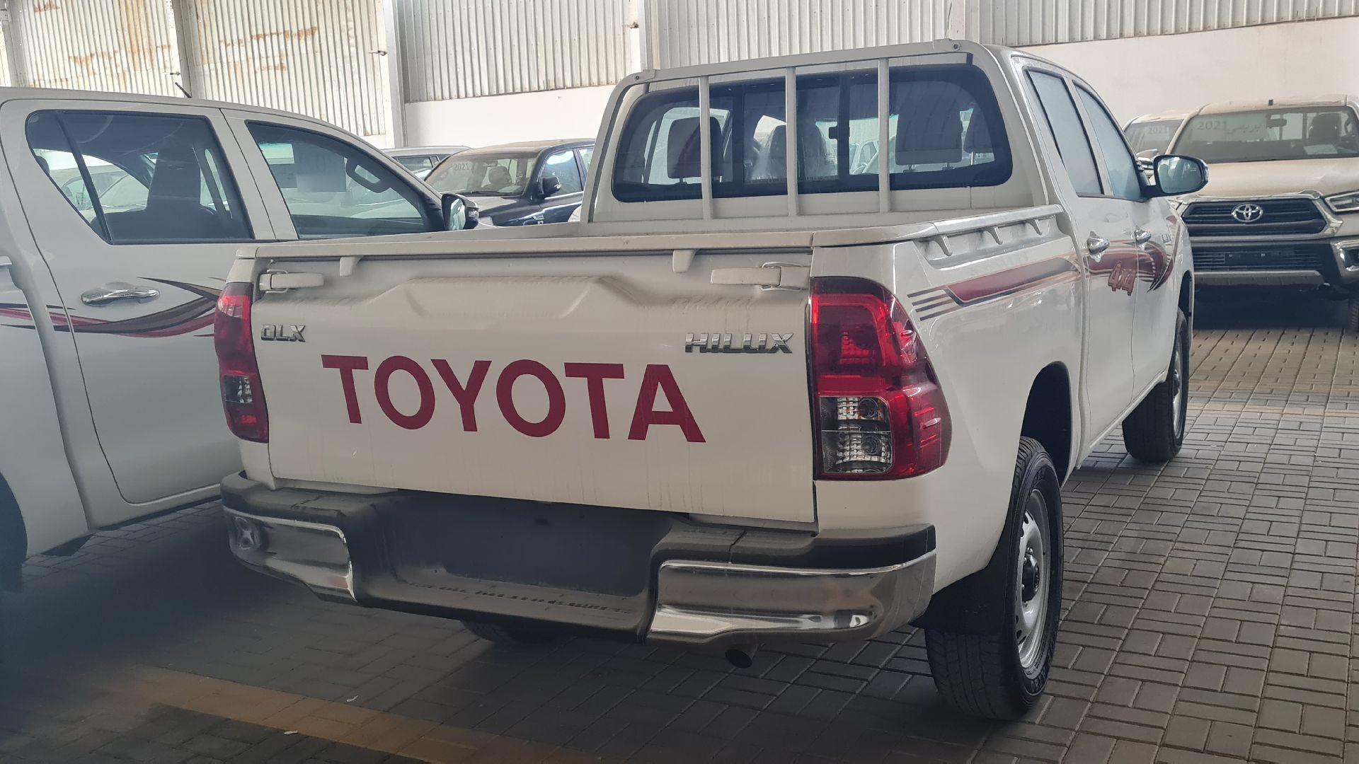 تويوتا هايلكس GL2 ستاندر 2021 دبل ديزل غمارتين خليجي جديد للبيع في الرياض - السعودية - صورة كبيرة - 4