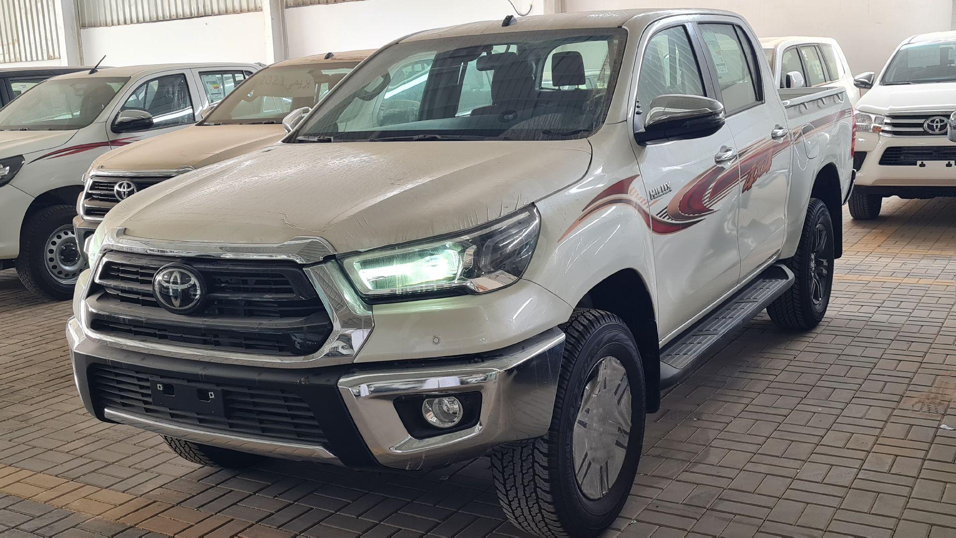 تويوتا هايلكس GLX.S 2021 فل بريمي للبيع في الرياض - السعودية - صورة كبيرة - 1