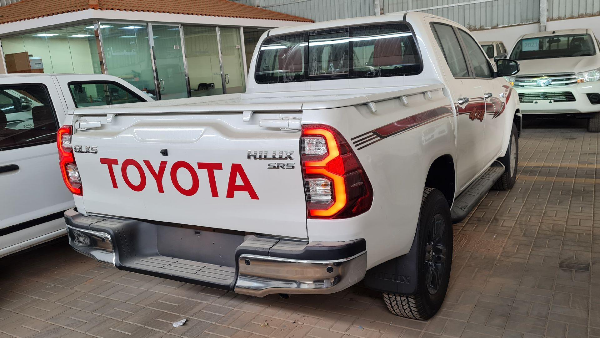 تويوتا هايلكس GLX.S 2021 فل بريمي للبيع في الرياض - السعودية - صورة كبيرة - 5