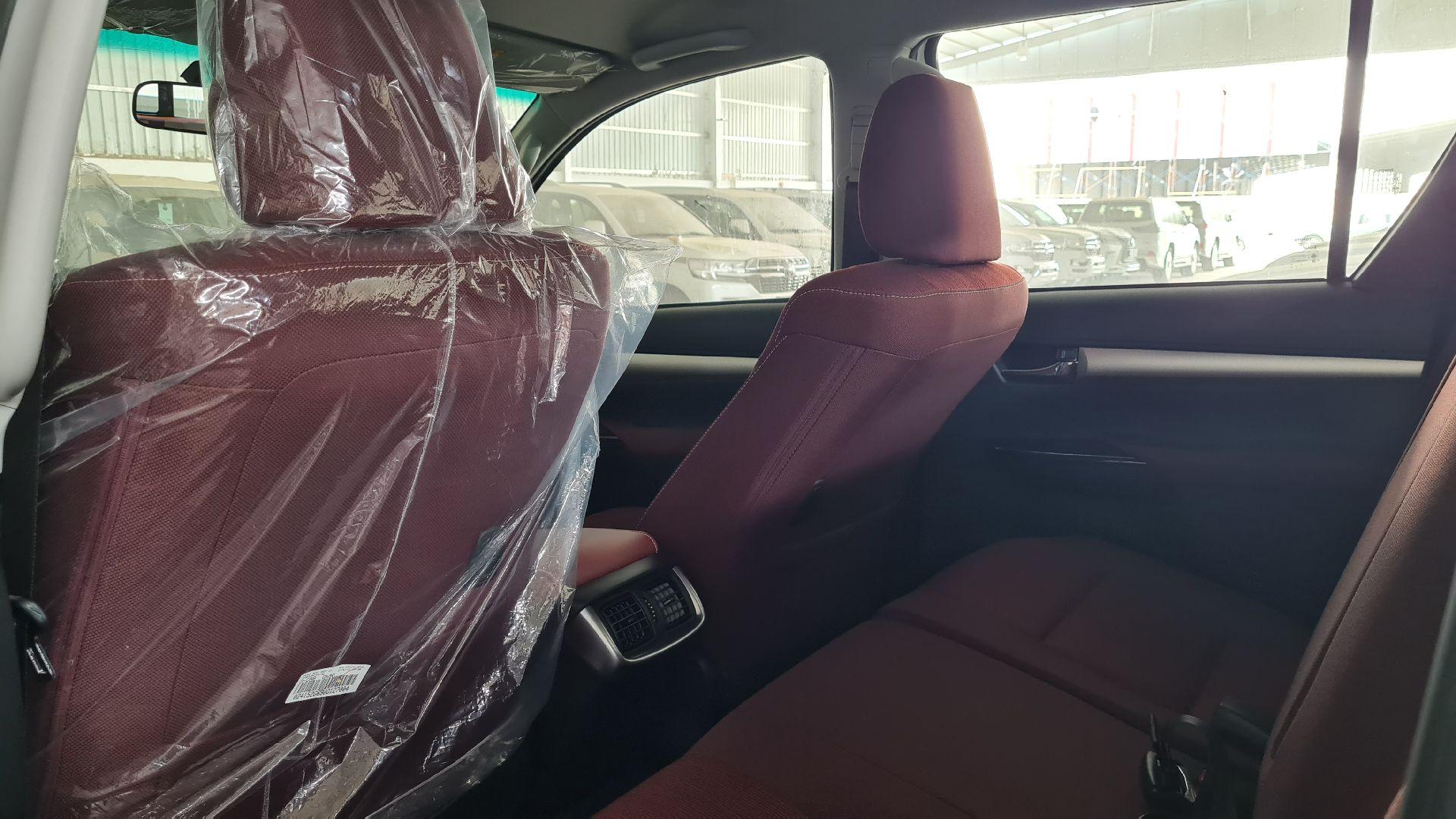 تويوتا هايلكس GLX.S 2021 فل بريمي للبيع في الرياض - السعودية - صورة كبيرة - 9