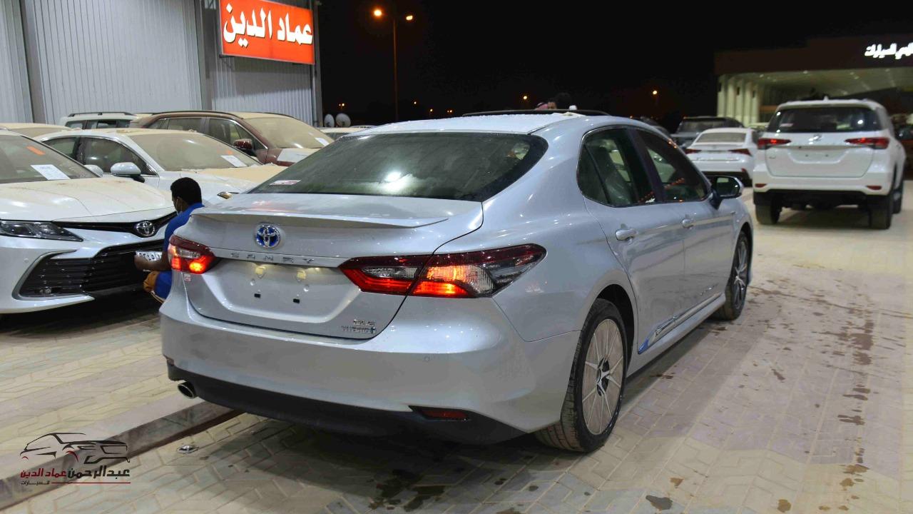 تويوتا كامري 2021   GLE.X  جلد  فتحة  شاشة  ملاحة هايبرد   سعودي  للبيع في الرياض - السعودية - صورة كبيرة - 4