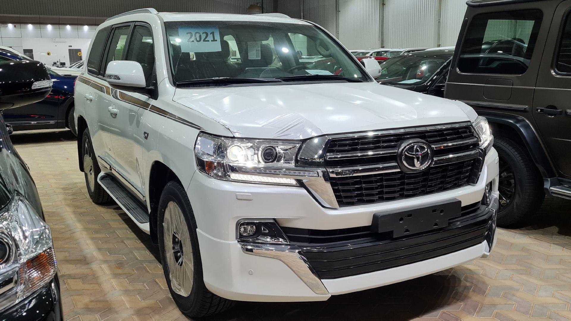 تويوتا لاندكروزر VXR فل 2021 دبل بريمي جديد للبيع في الرياض - السعودية - صورة كبيرة - 2